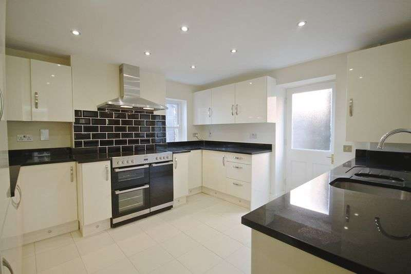 2 Bedrooms Flat for sale in Bincleaves Road, Weymouth