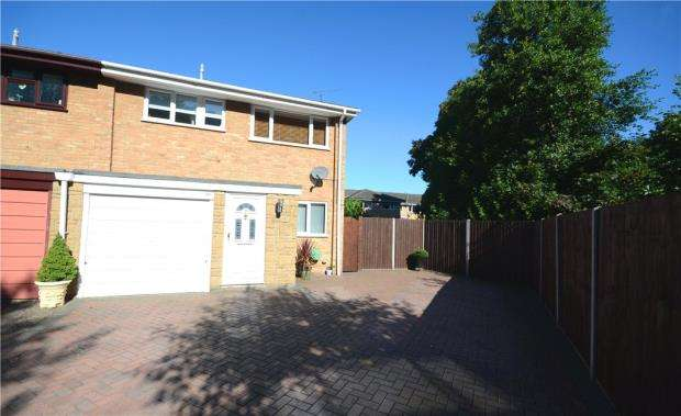 3 Bedrooms Semi Detached House for sale in Charlecote Close, Farnborough, Hampshire
