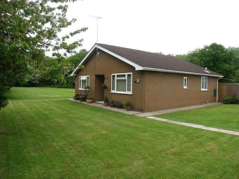 2 Bedrooms Detached Bungalow for sale in Selby Road, Askern, Doncaster, DN6