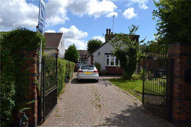 4 Bedrooms Detached Bungalow for sale in Hasilwood Square, Stoke, Coventry, West Midlands