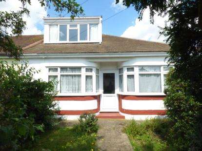 4 Bedrooms Bungalow for sale in Hornchurch