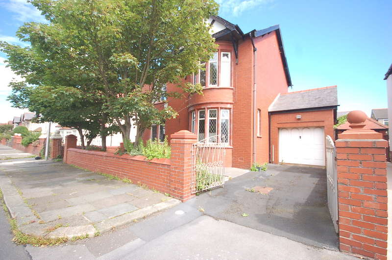 4 Bedrooms Detached House for sale in Gosforth Road, Blackpool