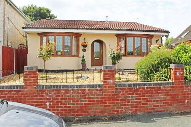 2 Bedrooms Detached Bungalow for sale in Lane Road, Wolverhampton, West Midlands