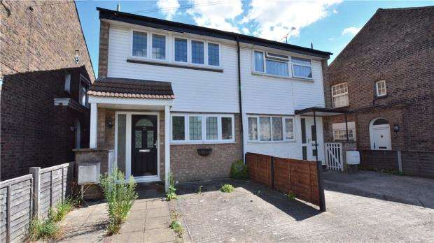 3 Bedrooms Semi Detached House for sale in Montague Road, Uxbridge, Middlesex