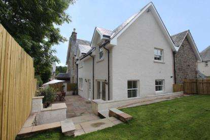 3 Bedrooms Semi Detached House for sale in Main Street, Killin