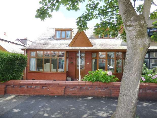 3 Bedrooms Semi Detached Bungalow for sale in Arlington Avenue, Blackpool, Lancashire