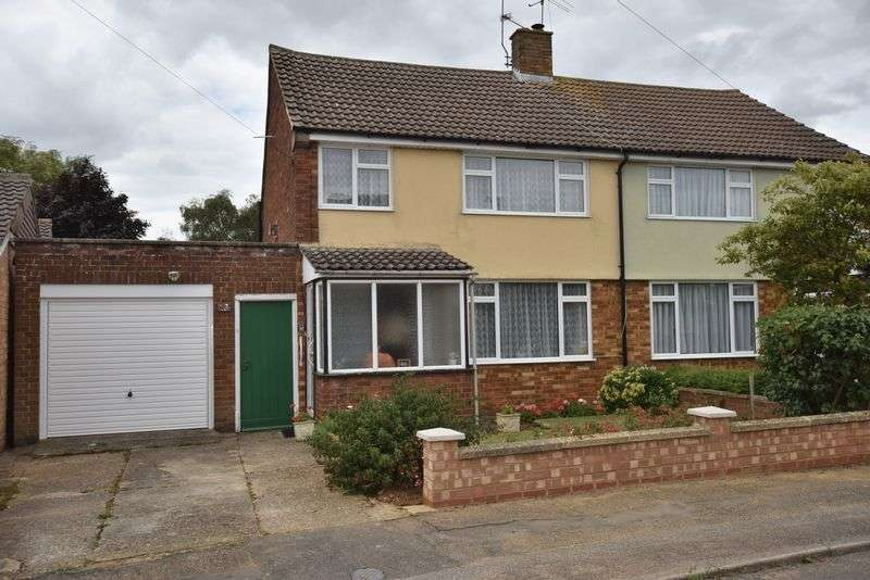 3 Bedrooms Semi Detached House for sale in Monmouth Close, Toddington