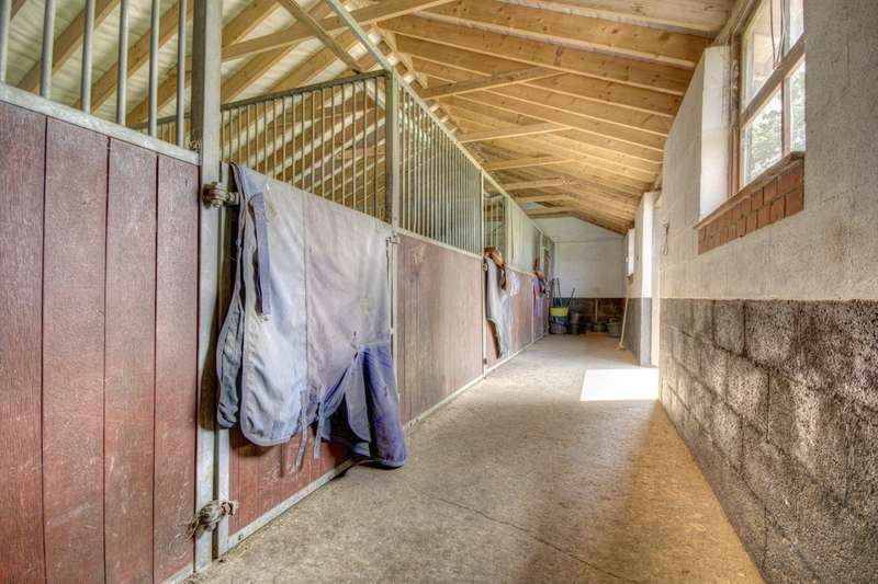 4 Bedrooms Detached House for sale in Corner House Farm, Wykin Village