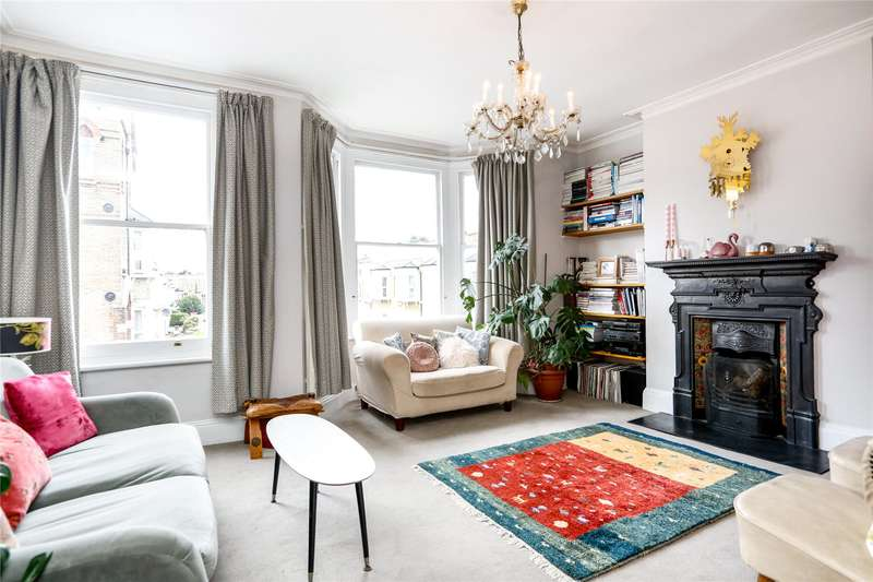 3 Bedrooms Flat for sale in Craster Road, London, SW2