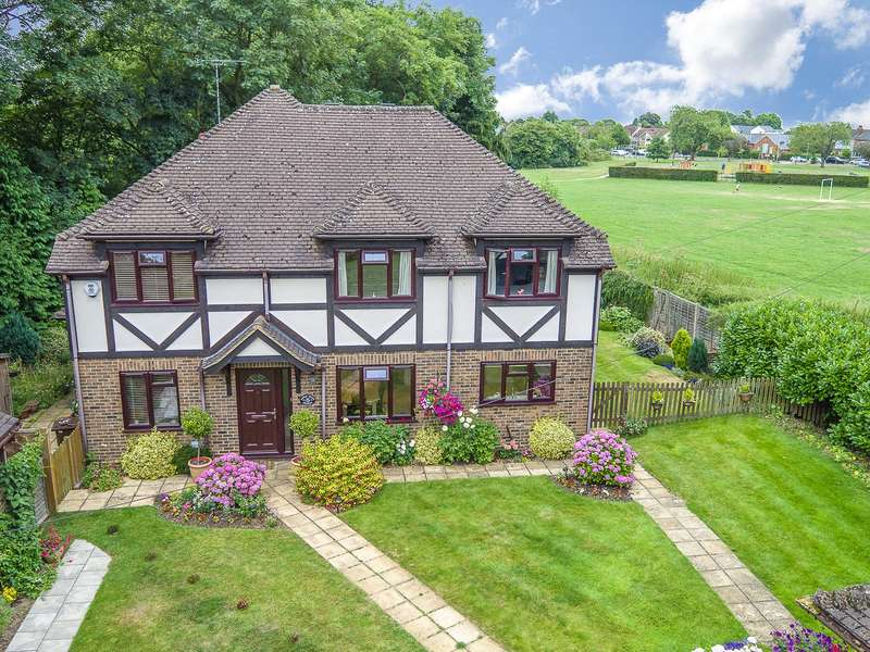 5 Bedrooms Detached House for sale in Little Heath Spinney, Heath Farm Lane, St. Albans, Hertfordshire, AL3