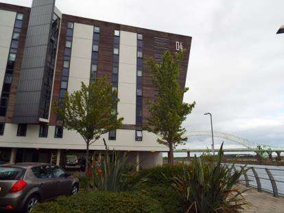 2 Bedrooms Flat for sale in Lock 4, The Decks, Runcorn, Cheshire, WA7