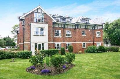 2 Bedrooms Flat for sale in Woodbury Park, 73 Torkington Road, Hazel Grove, Cheshire
