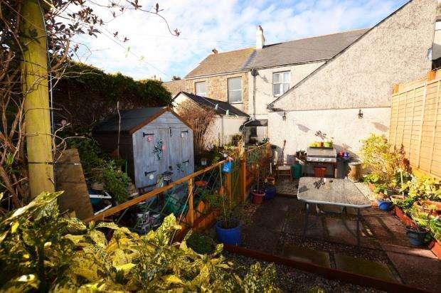 3 Bedrooms Maisonette Flat for sale in Trelowarren Street, Camborne, Cornwall
