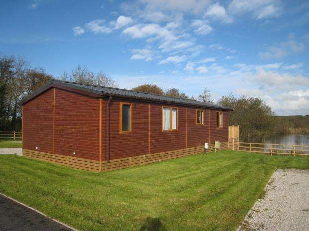 2 Bedrooms Detached Bungalow for sale in Crantock, Cornwall