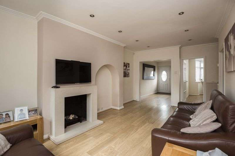 3 Bedrooms Terraced House for sale in Petersfield Close, London, N13