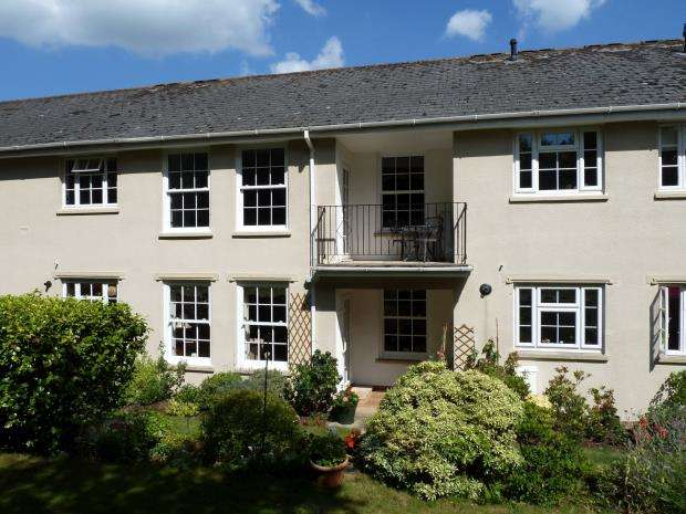 2 Bedrooms Flat for sale in West Hill Court, Budleigh Salterton, Devon