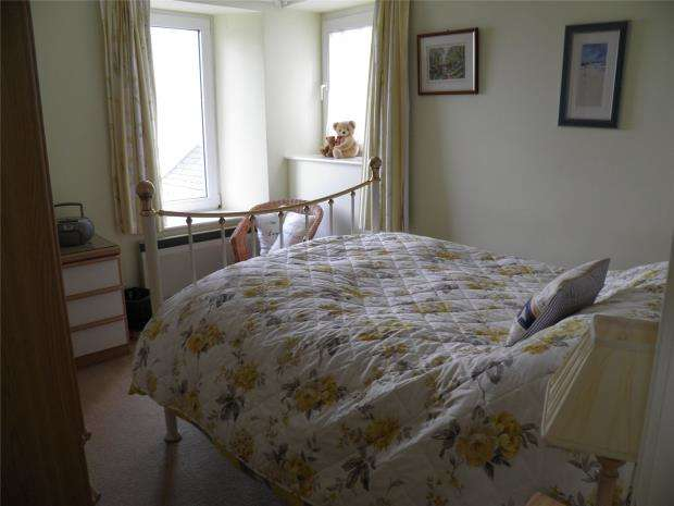 2 Bedrooms End Of Terrace House for sale in Headland Cottages, Coverack, Helston, Cornwall