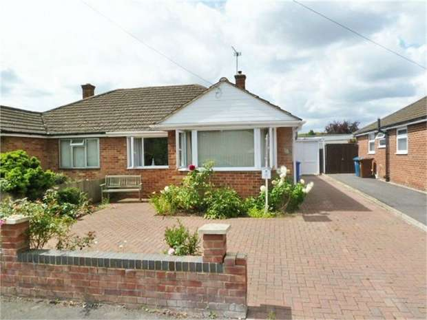 2 Bedrooms Semi Detached Bungalow for sale in Hampden Drive, Kidlington, Oxfordshire