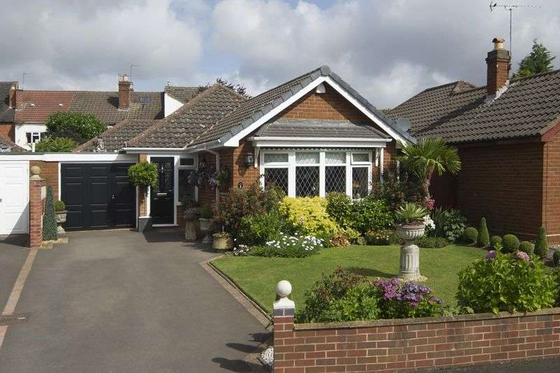 2 Bedrooms Bungalow for sale in Mancroft Gardens, Tettenhall, Wolverhampton