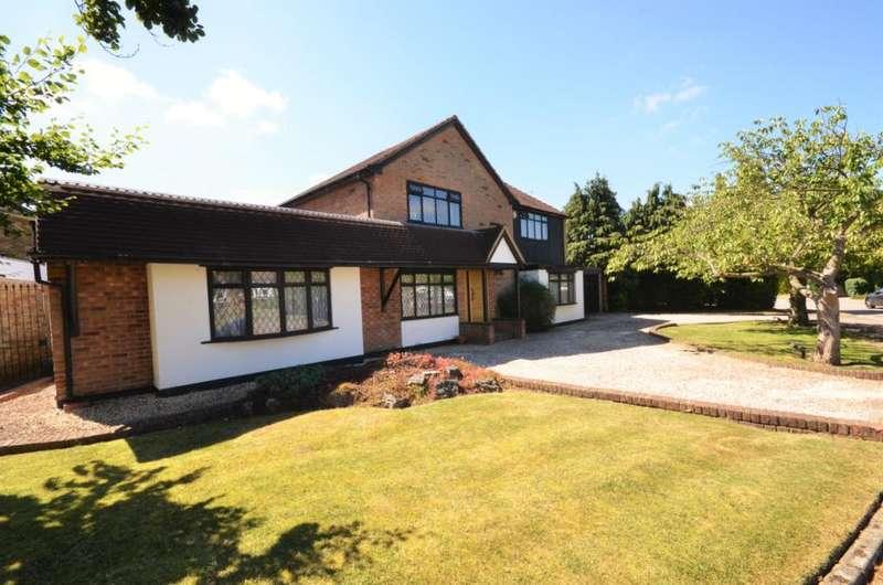 4 Bedrooms Detached House for sale in Park Crescent, Elstree, Hertfordshire, WD6