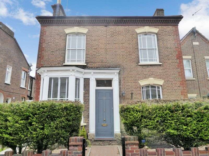 4 Bedrooms Detached House for sale in Victoria Street, Dunstable