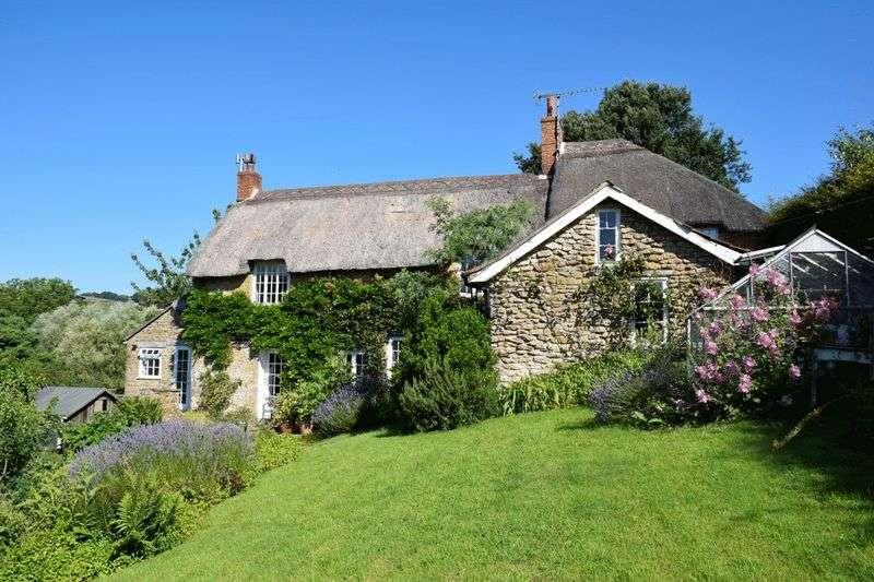 4 Bedrooms Detached House for sale in Stoke Abbott, Beaminster