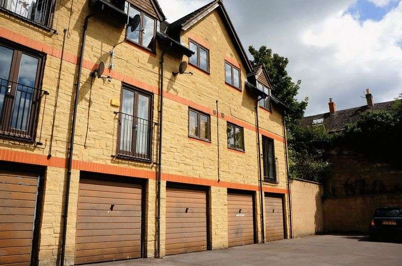 2 Bedrooms Flat for sale in Wesley Court, Stroud