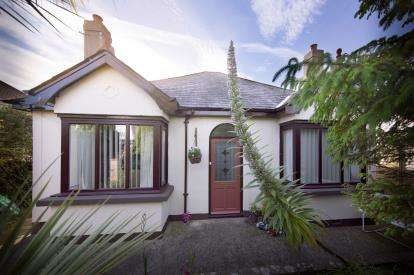 2 Bedrooms Bungalow for sale in Brixham, Devon