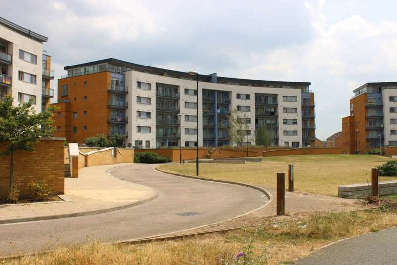 2 Bedrooms Apartment Flat for sale in Tideslea Path, West Thamesmead, London, SE28 0LX