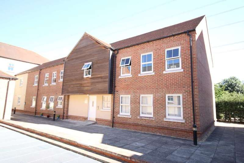 2 Bedrooms Apartment Flat for sale in Broka Court Pine Street, Aylesbury