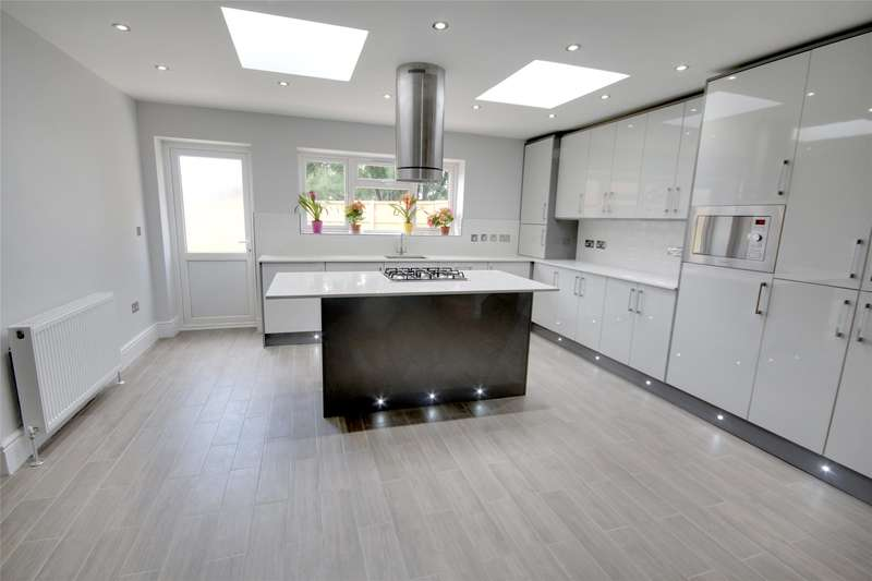 3 Bedrooms End Of Terrace House for sale in Willowbrook Road, Stanwell, Surrey, TW19