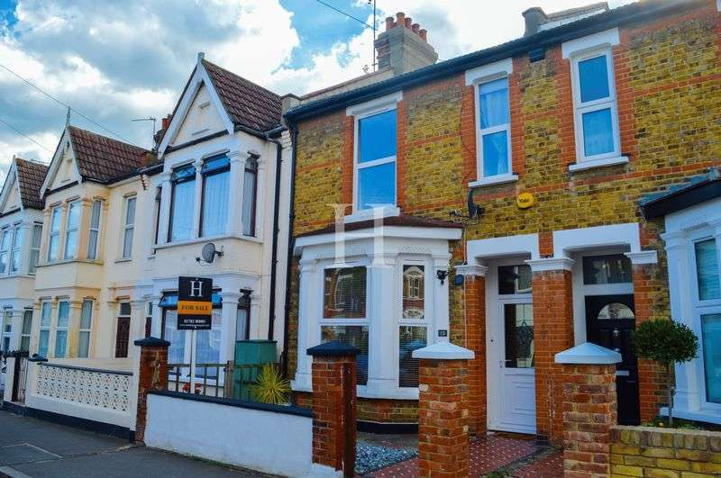 3 Bedrooms Terraced House for sale in Moseley Street, Southchurch, Southend-On-Sea, Essex, SS2