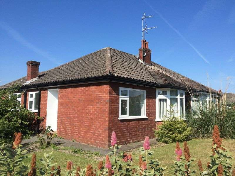 2 Bedrooms Semi Detached Bungalow for sale in Sandringham Road, Wrexham
