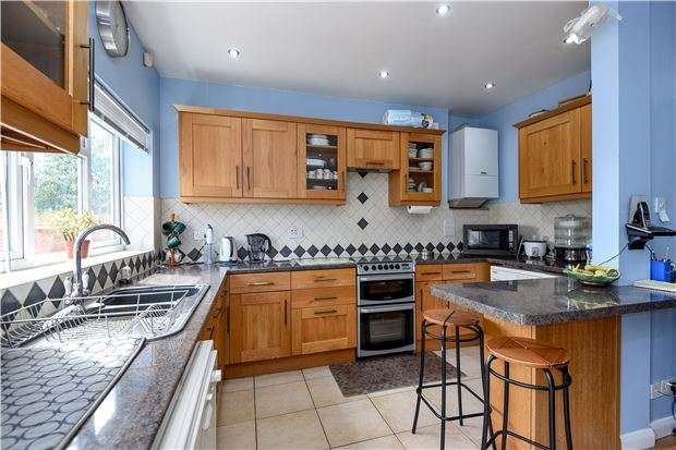 3 Bedrooms End Of Terrace House for sale in Stockport Road, LONDON, SW16