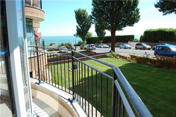 2 Bedrooms Flat for sale in St. Johns Road, Eastbourne, East Sussex