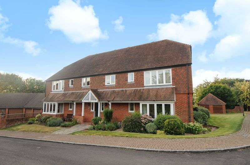 2 Bedrooms Flat for sale in Berehurst, Alton