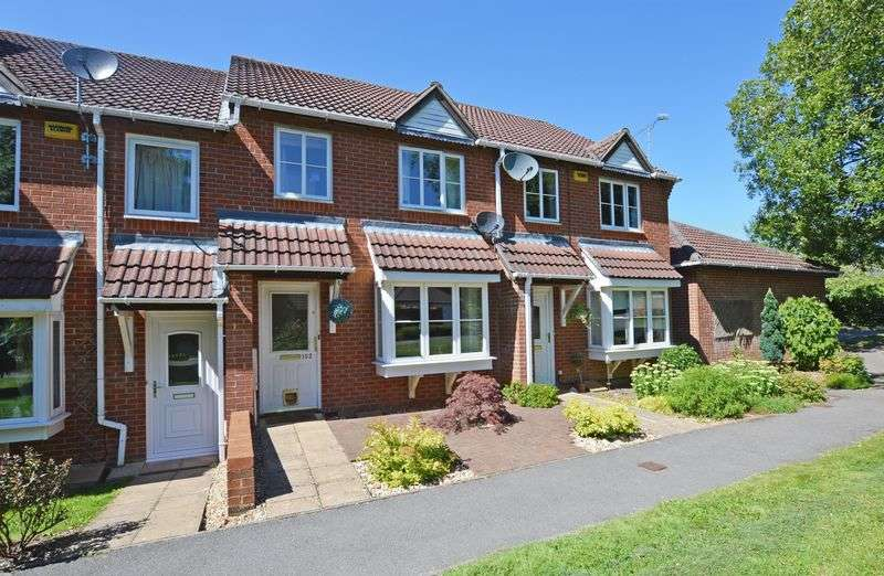 3 Bedrooms Terraced House for sale in Hazel Road, Four Marks, Alton, Hampshire
