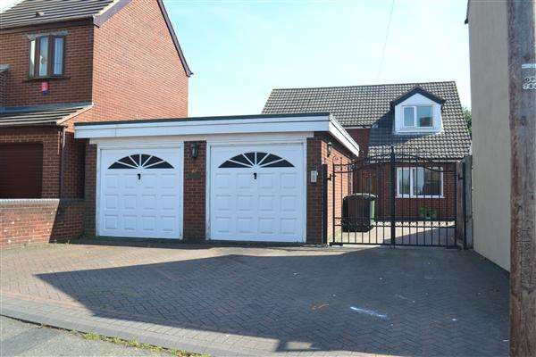 4 Bedrooms Detached House for sale in Castle Road, Walsall Wood, Walsall