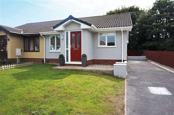 2 Bedrooms Semi Detached Bungalow for sale in Brynglas, PENYGROES, Llanelli