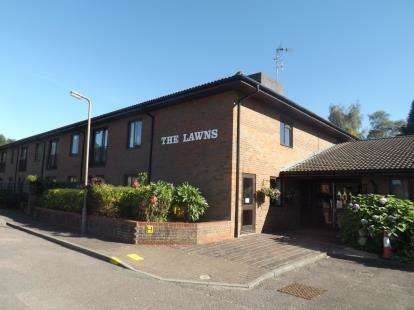 2 Bedrooms Retirement Property for sale in Uplands Road, Warley, Brentwood