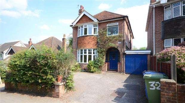 3 Bedrooms Detached House for sale in 32 Church Hill, Aldershot, Hampshire, GU12 4JP