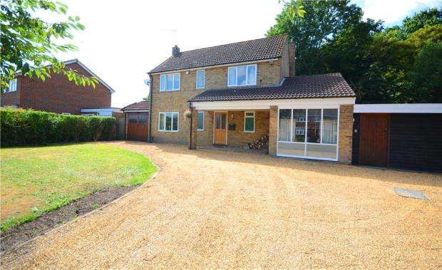4 Bedrooms Detached House for sale in Sycamore Road, Farnborough, Hampshire