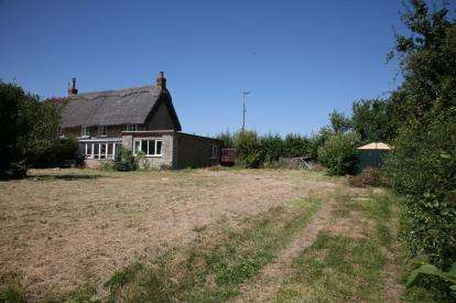 3 Bedrooms Semi Detached House for sale in Felmersham Road, Radwell, Bedford, Bedfordshire