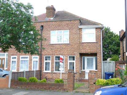 3 Bedrooms Semi Detached House for sale in Wyresdale Crescent, Perivale, Greenford