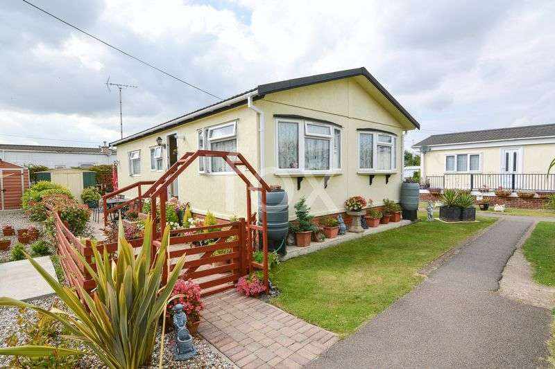 2 Bedrooms Detached Bungalow for sale in Dome Caravan Park, Hockley