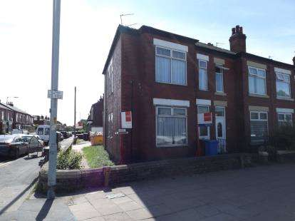 3 Bedrooms Flat for sale in Buxton Road, Stockport, Greater Manchester