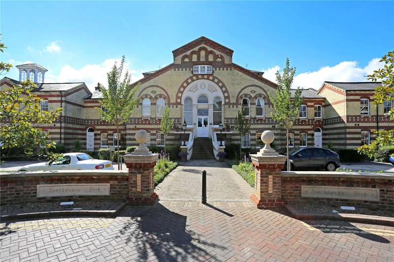 3 Bedrooms Flat for sale in Cavendish House, Southdowns Park, Haywards Heath, West Sussex, RH16