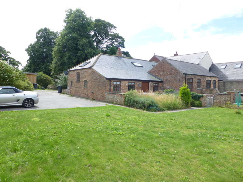 3 Bedrooms Semi Detached House for sale in Stable End, Kirkby Fleetham