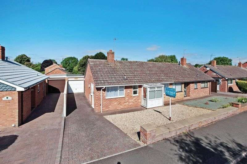 2 Bedrooms Semi Detached Bungalow for sale in PARKFIELD