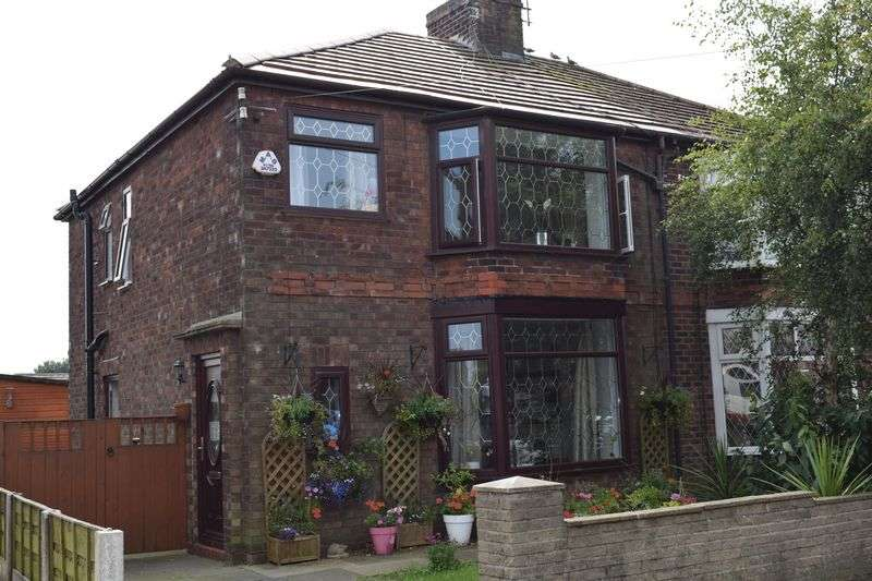 3 Bedrooms Semi Detached House for sale in Glamis Avenue, Heywood